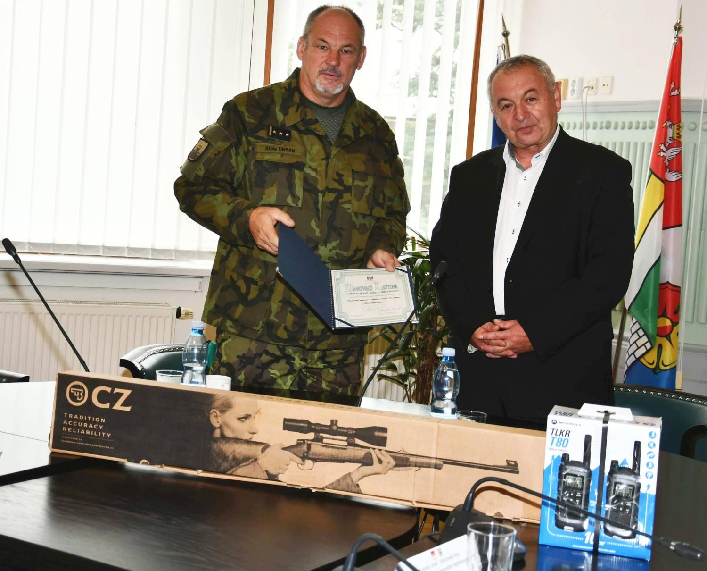 Vojáci využijí dary kraje při organizování branných soutěží pro žáky základních škol