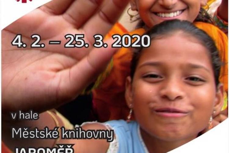 Výstava v knihovně v Jaroměři přibližuje svět indických dětí
